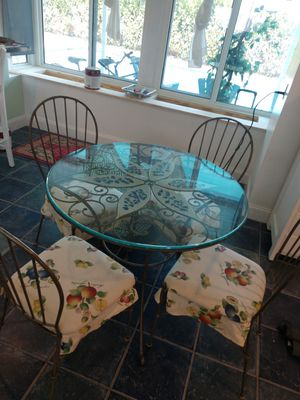 Amazing glass table with unique details!!! for Sale in Pembroke Pines, FL