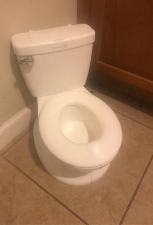Toddler potty train toilet sit for Sale in Tulare, CA
