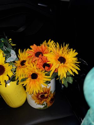 11 FLOWERS WITH BEAUTIFUL DECORATED FLOWERS for Sale in Philadelphia, PA
