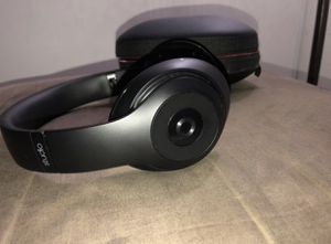Beats Studio 1st Gen ( one side does not work as good ,has no cushion) for Sale in Lakeside, CA