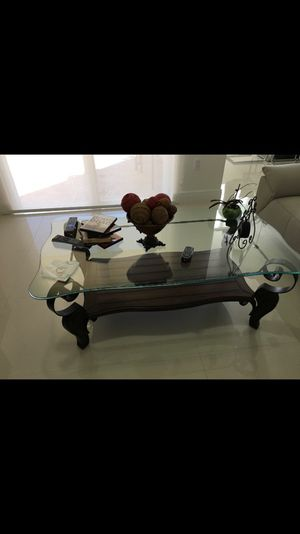 Center table w 2 end tables for Sale in Hialeah, FL