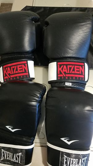 Boxing gloves for Sale in Garden Grove, CA