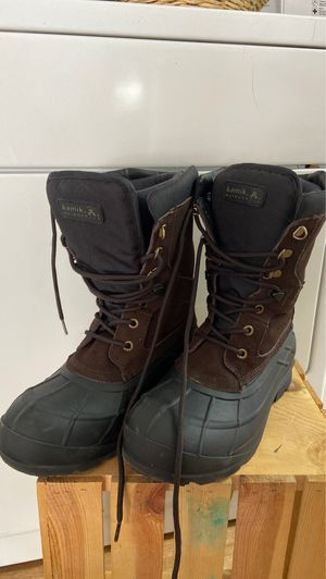 WOMENS WATER PROOF BOOTS - brand new - new - size 9 for Sale in Long Beach, CA