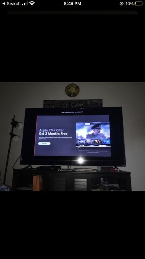 VIZIO 70 INCH TV WITH TABLE THAT FITS PERFECT for Sale in Auburn, WA
