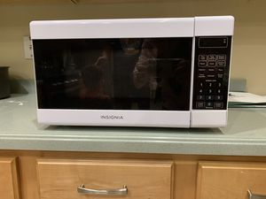 Insignia Microwave oven small for Sale in Lithia, FL
