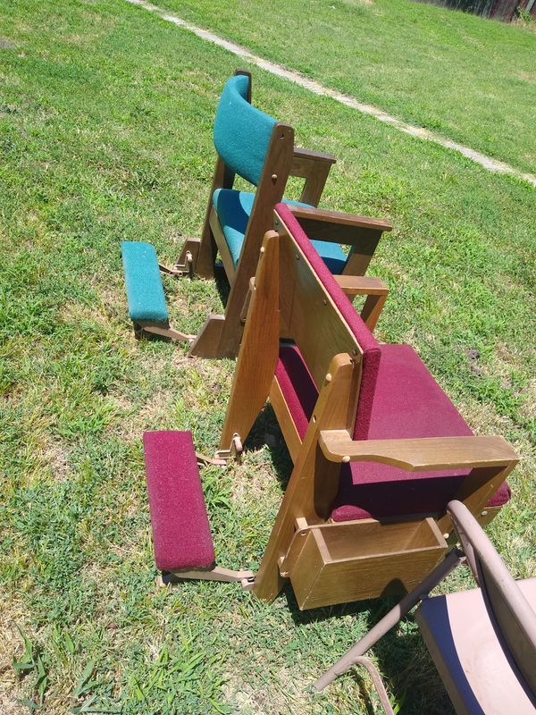 !!! Church kneeling chairs that fold up n back $20 for both !!!