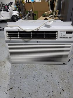 12000 BTU window AC unit with stand for Sale in Bonney Lake,  WA