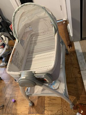 Convertable bassinet and diaper changing table for Sale in Temple Hills, MD