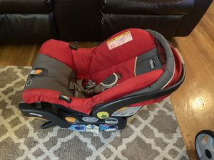 CHICCO CAR SEAT (RED) Also available in NAVY BLUE for Sale in Staten Island, NY