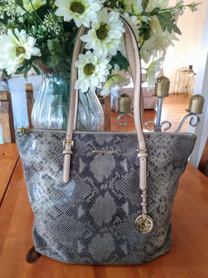 Michael Kors,purse,bag,tote,handbag, satchel bag for Sale in Los Angeles, CA