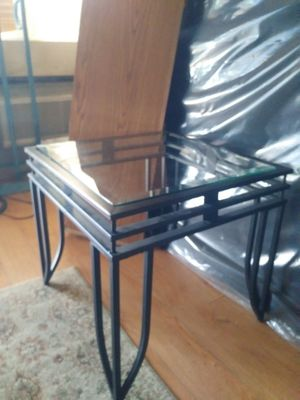 glass end table rod iron no scracthes on glass for Sale in Las Vegas, NV