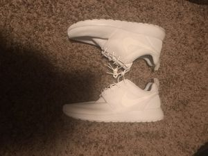 White Nike Hurrache's Size 10 worn once for Sale in Saint Robert, MO