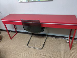 Like new modern desk for Sale in Oakland, CA