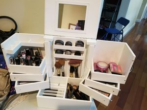 Deluxe Cosmetic Box w/ mirror for Sale in St. Louis, MO