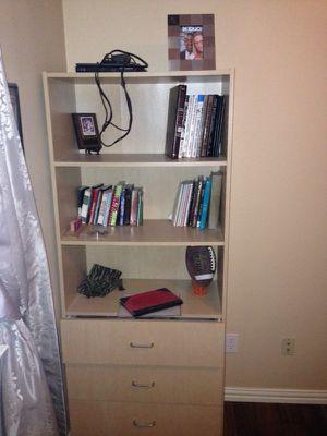 Medium sized Book shelf for Sale in Dallas, TX