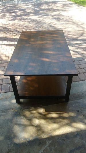 One coffee table and two side tables for Sale in Lake Worth, FL