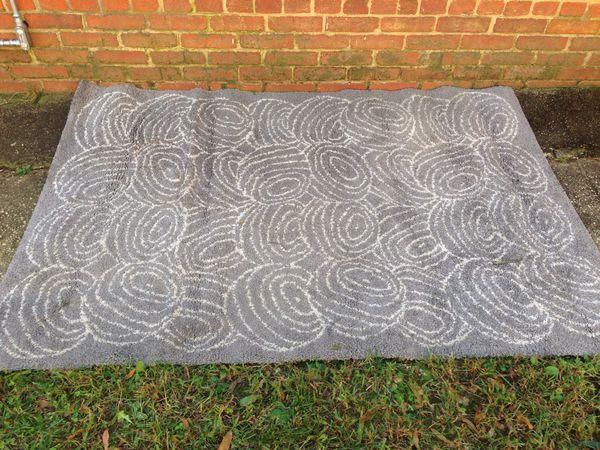 Large traditional rug floor carpet area rug like new