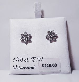 Sterling Silver Flower Cluster 1/10 Carat TW Diamonds Miracle Setting Stud Earrings kn1000 for Sale in Southaven, MS
