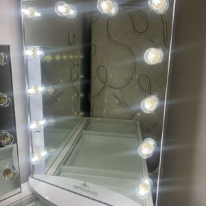 MAKEUP VANITY MIRROR PICK UP TODAY for Sale in Chino, CA