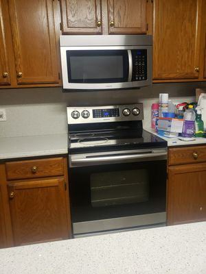 Samsung Stove and Microwave for Sale in St. Louis, MO
