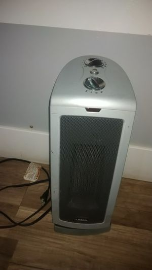 LASKO CERAMIC ELEMENT FLOOR HEATER for Sale in La Habra Heights, CA