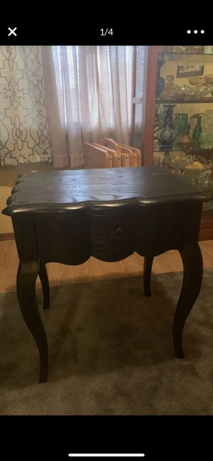 Barn hard wood black accent table for Sale in Midwest City, OK