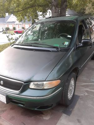 1996 Chrysler town and country lx for Sale in Decatur, GA