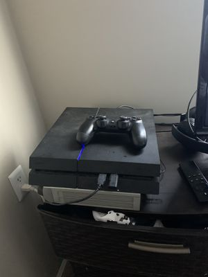 PS4 w/ controller for Sale in Durham, NC