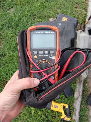 Klein multimeter mm700 for Sale in Imperial, MO
