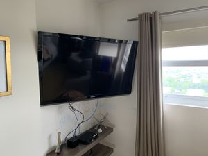 Two TVs: Toshiba and Insigna 50 inch and 50 inch for Sale in LAUD BY SEA, FL