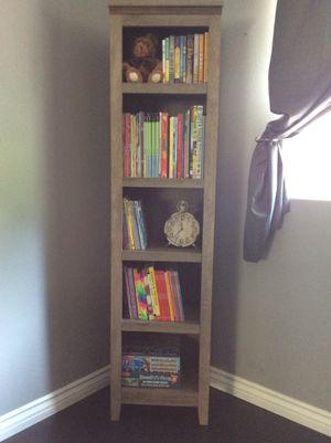 Narrow bookcase/bookshelf for Sale in Lake View Terrace, CA