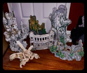 Multiple very large fish tank statues/accessories 6 total for Sale in Orange Park, FL