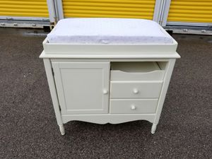 Pottery changing table for Sale in Franklin Park, IL