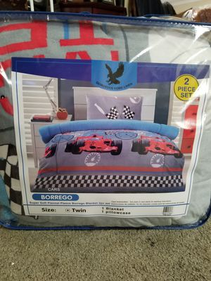 Twin comforter sherpa material for Sale in Anaheim, CA