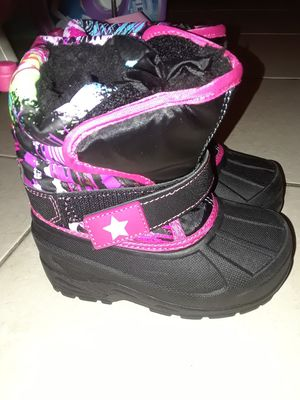 Toddler girl snow boots size 8 for Sale in Lauderhill, FL