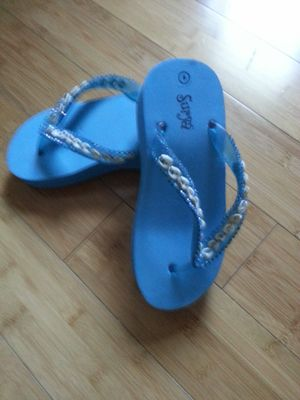 Brand new size 6 in excellent condition interested buyers only for Sale in San Diego, CA