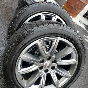 22 Inch Gm Oem Wheels With Tires (Hablo Español) for Sale in Elgin, IL
