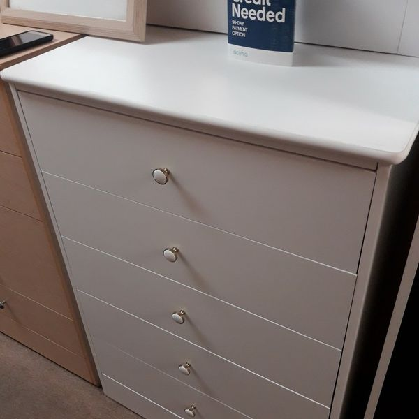 New Compressed dresser Very Spacious And Good Quality