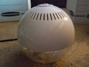 Aroma Globe Humidifier- almost new $69 retail for Sale in Redmond, WA