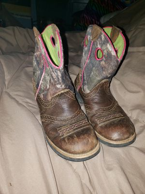 girls 4.5 ariat boots for Sale in Maryville, TN