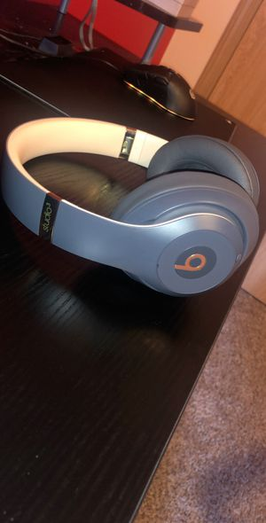 Beats Studio3 Noise Cancelling Headphones - Skyline, Size None, Midnight Black, this one goes for $340 stock plus taxes, you won't find a better deal for Sale in Puyallup, WA