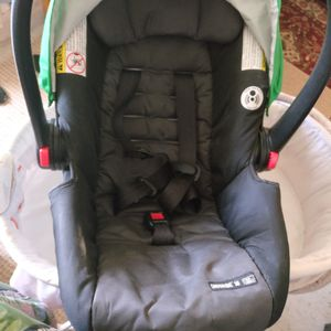 Graco infant car seat (Click and connect) for Sale in Gainesville, FL