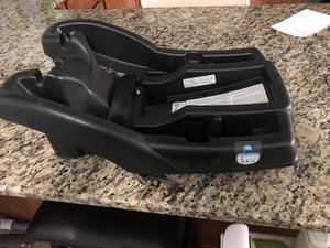 Graco car seat base for Sale in Orlando, FL