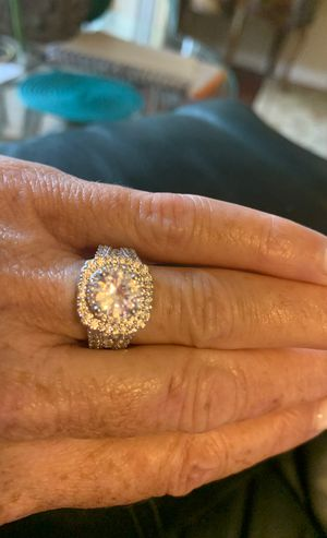 PRICE REDUCTION 2 CARAT CUBIC ZIRCONIA AND STERLING SILVER RING for Sale in Estero, FL