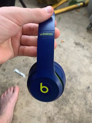 Beats solo 3s fully functional like only one tiny scuff mark on it for Sale in Leander, TX