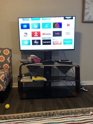 Hisense Tv with the tv stand class for Sale in Monroe, LA