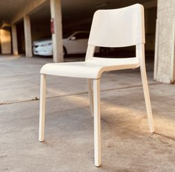 White chair for Sale in Hawthorne,  CA