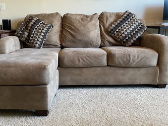 Medium Size Sectional Couch for Sale in Austin,  TX