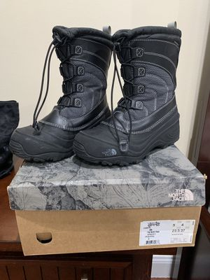 Kids North Face snow boots size 5 $25 serious buyers and pick up only, still in good condition, available for pick up asap for Sale in The Bronx, NY