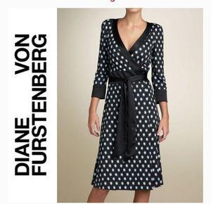 Diane Von Furstenberg black silk wrap dress. size 8 for Sale in Duluth, GA